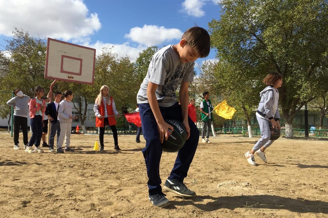 Для младших школьников провели спортивно-развлекательную программу
