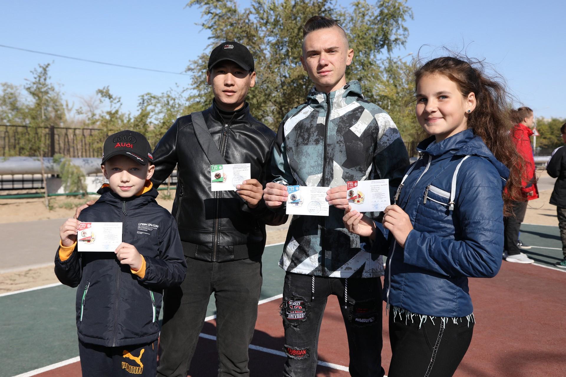 Школьникам вручили знаки отличия Всероссийского физкультурно-спортивного комплекса «Готов к труду и обороне»