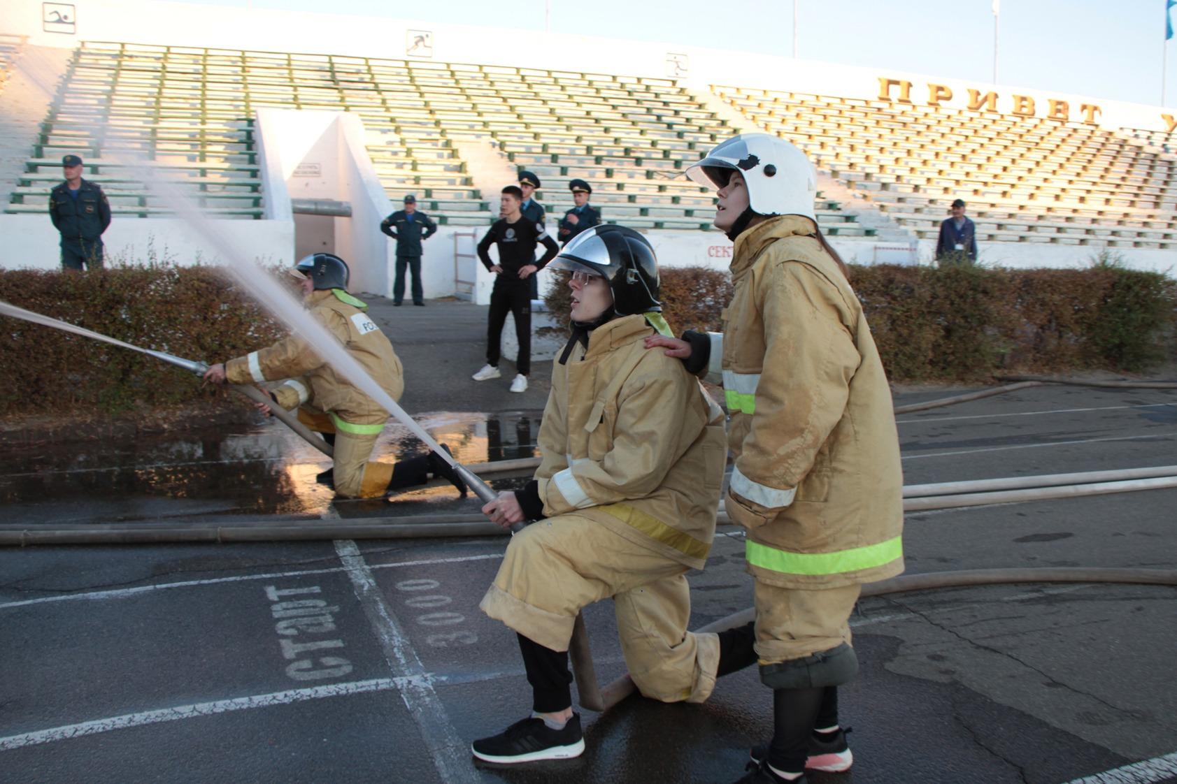 В Байконуре прошла пожарная эстафета среди школьников