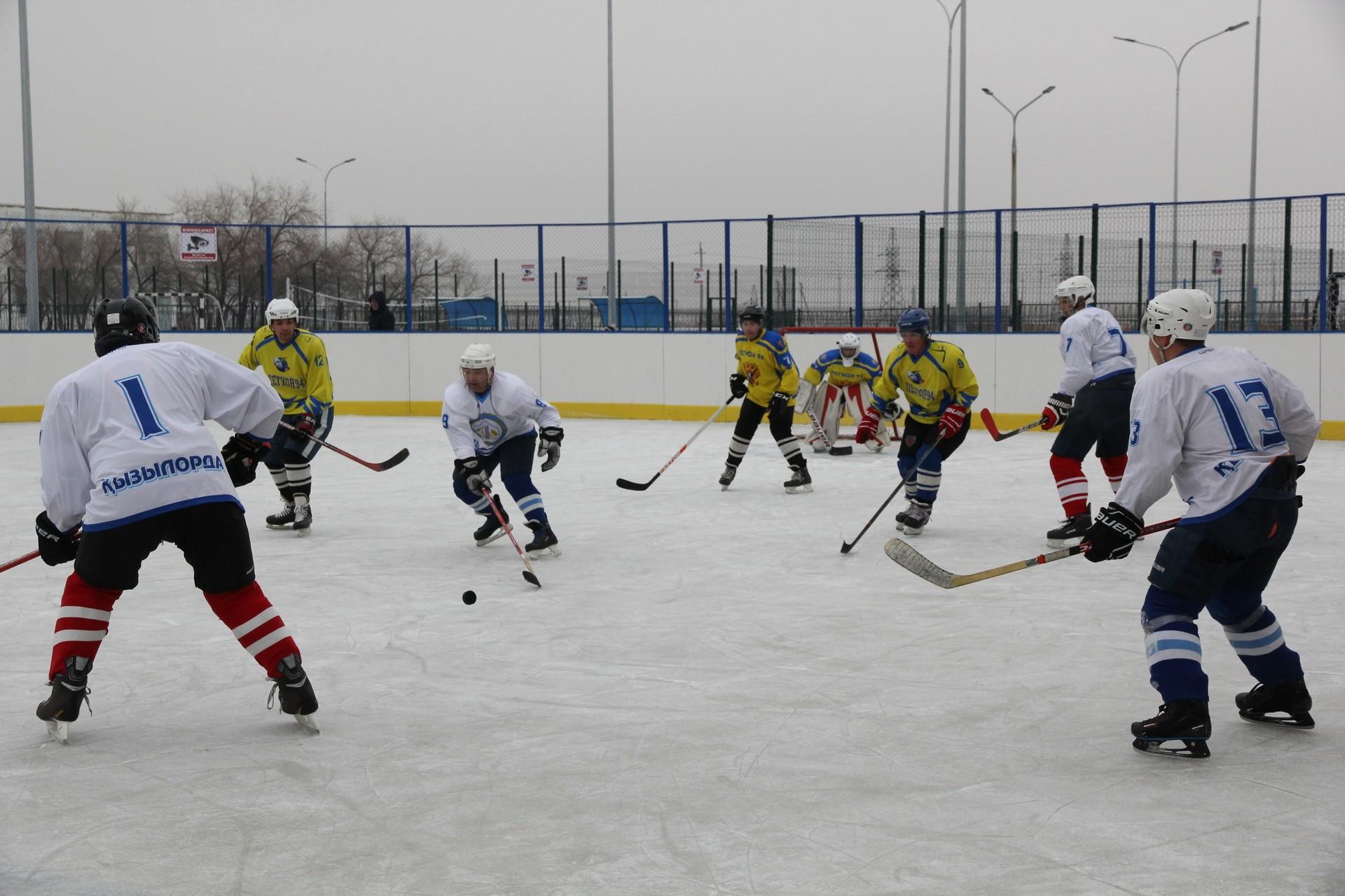 На Байконуре состоялся матч по хоккею