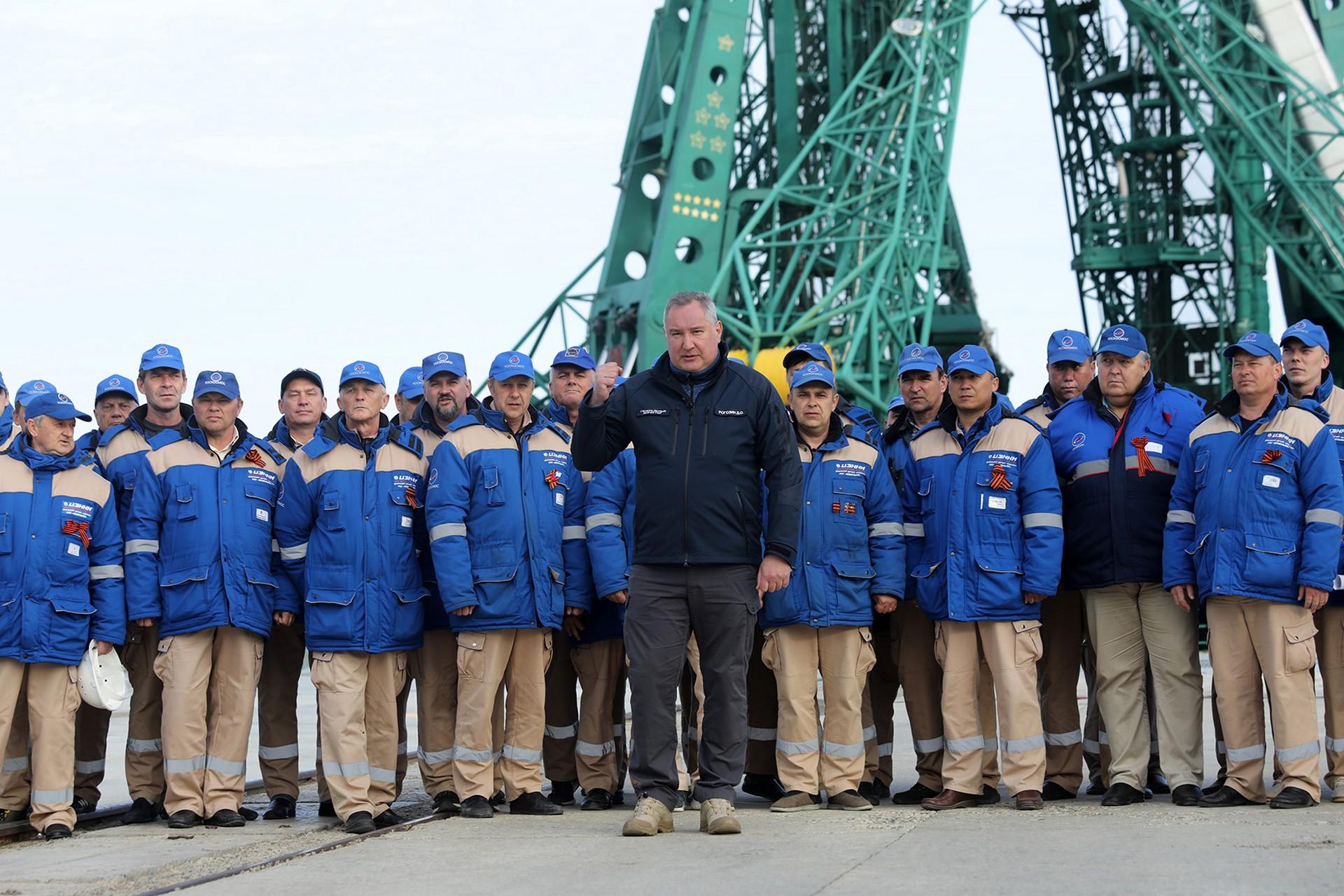 Поздравление главы администрации города Байконура с 29-летием со дня создания Госкорпорации по космической деятельности «Роскосмос».