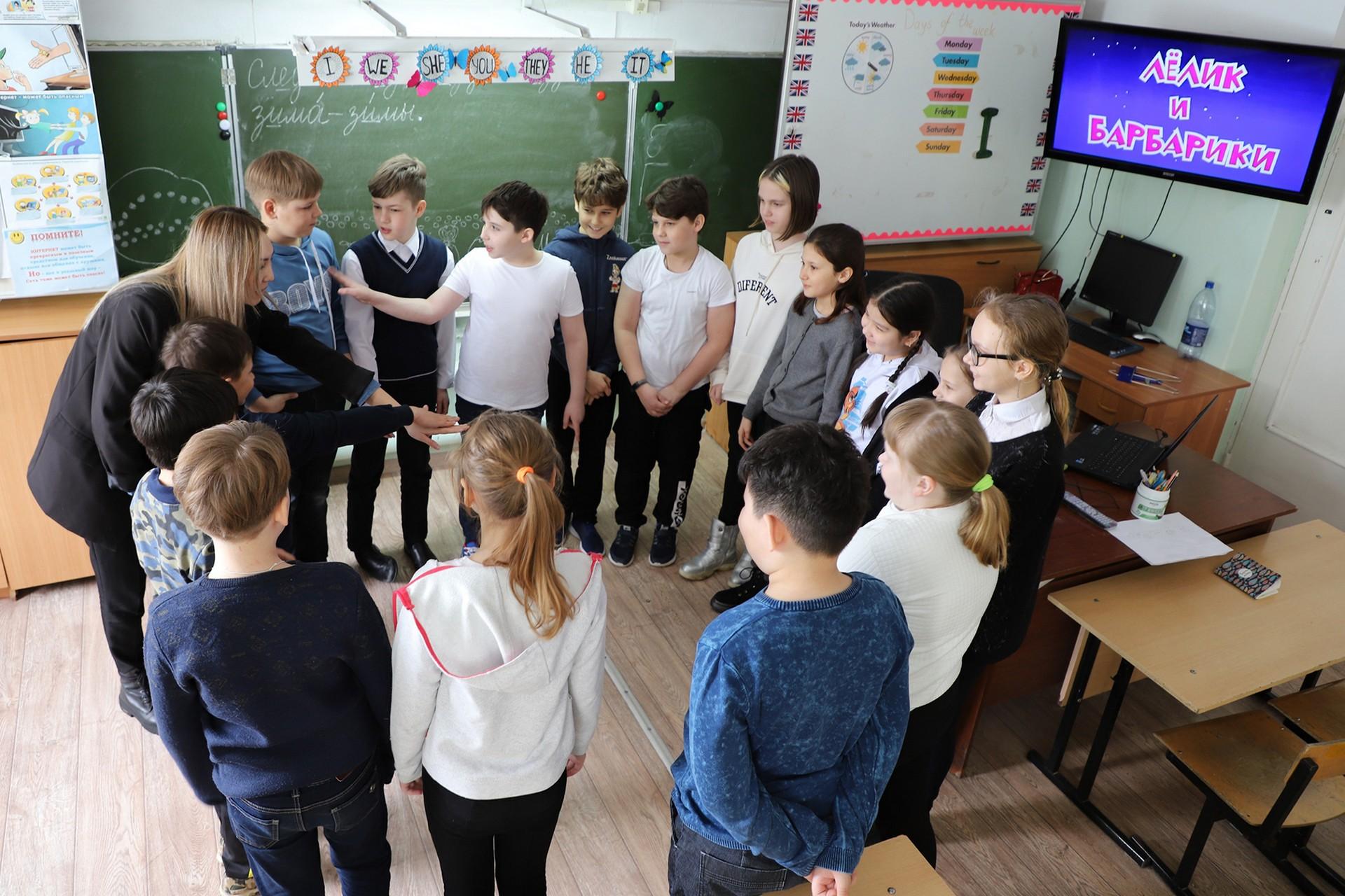 В школах Байконура продолжается проведение киноуроков