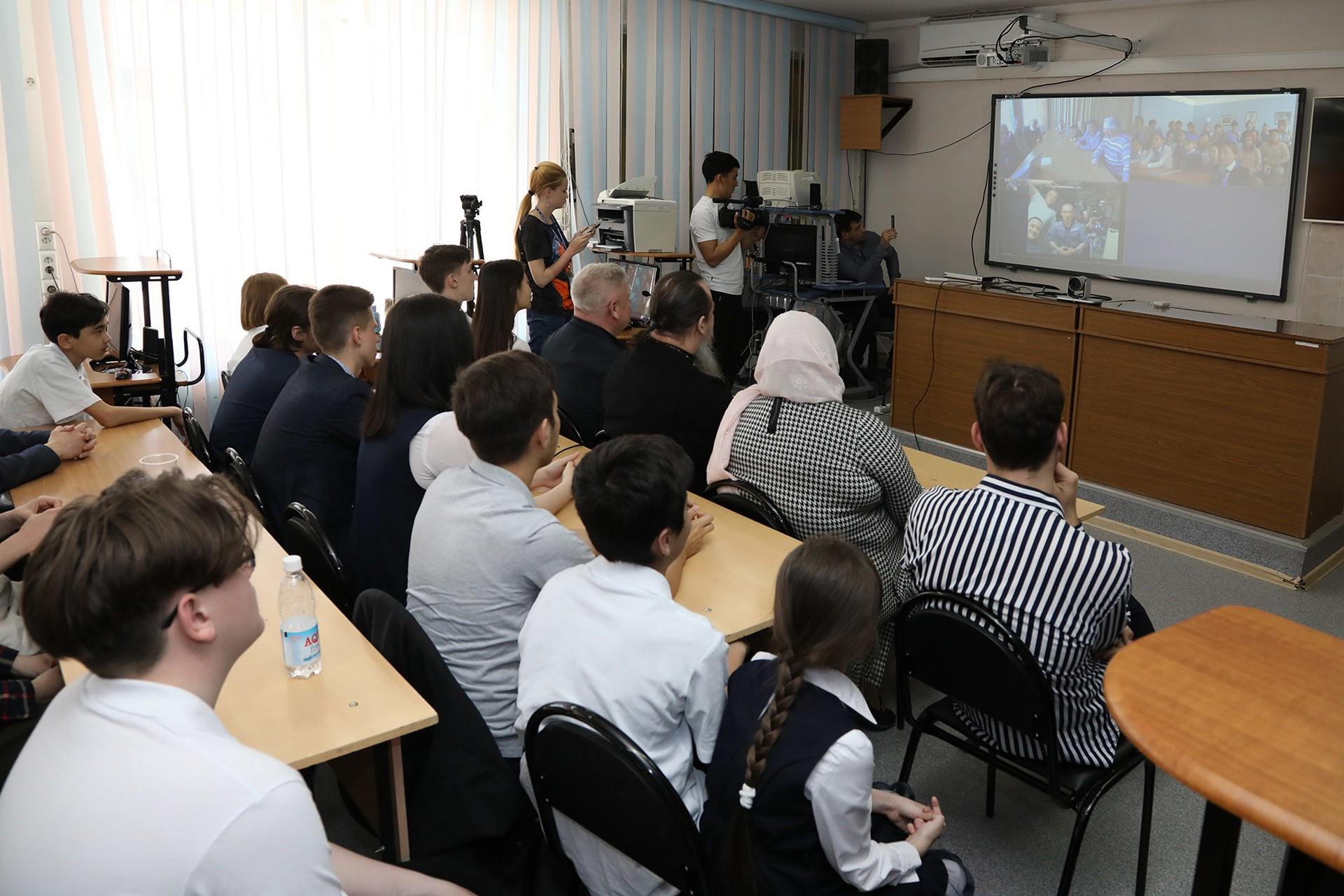 Ученики лицея «МКШ им. В.Н. Челомея» пообщались с экипажем международной космической станции