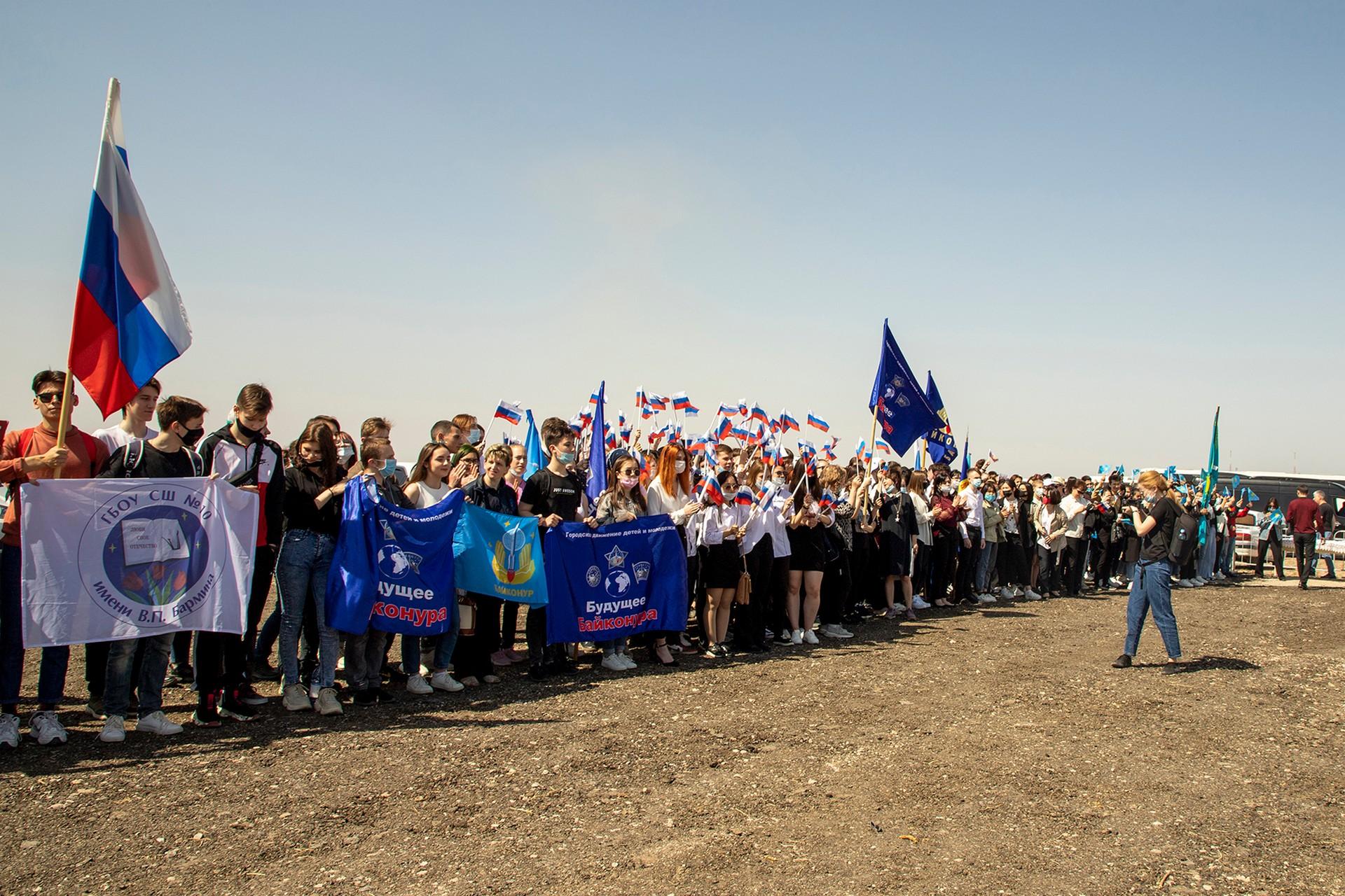 Актив городского движения детей и молодёжи «Будущее Байконура» побывал на запуске корабля «Ю.А. Гагарин» (Союз МС-18)