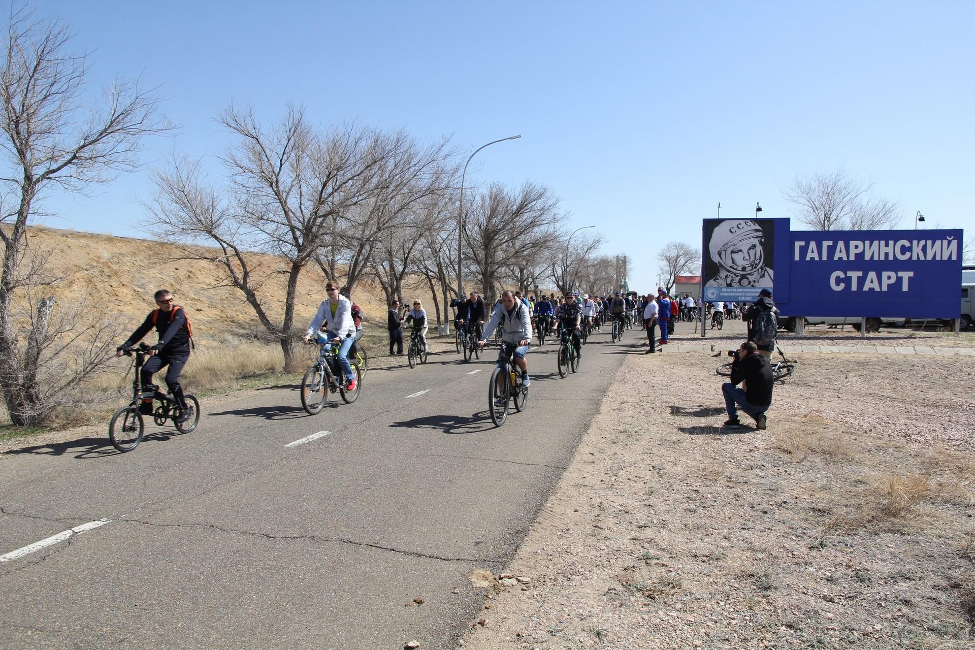 Байконурцы преодолели 32 км от «Гагаринского старта» до города (фоторепортаж)