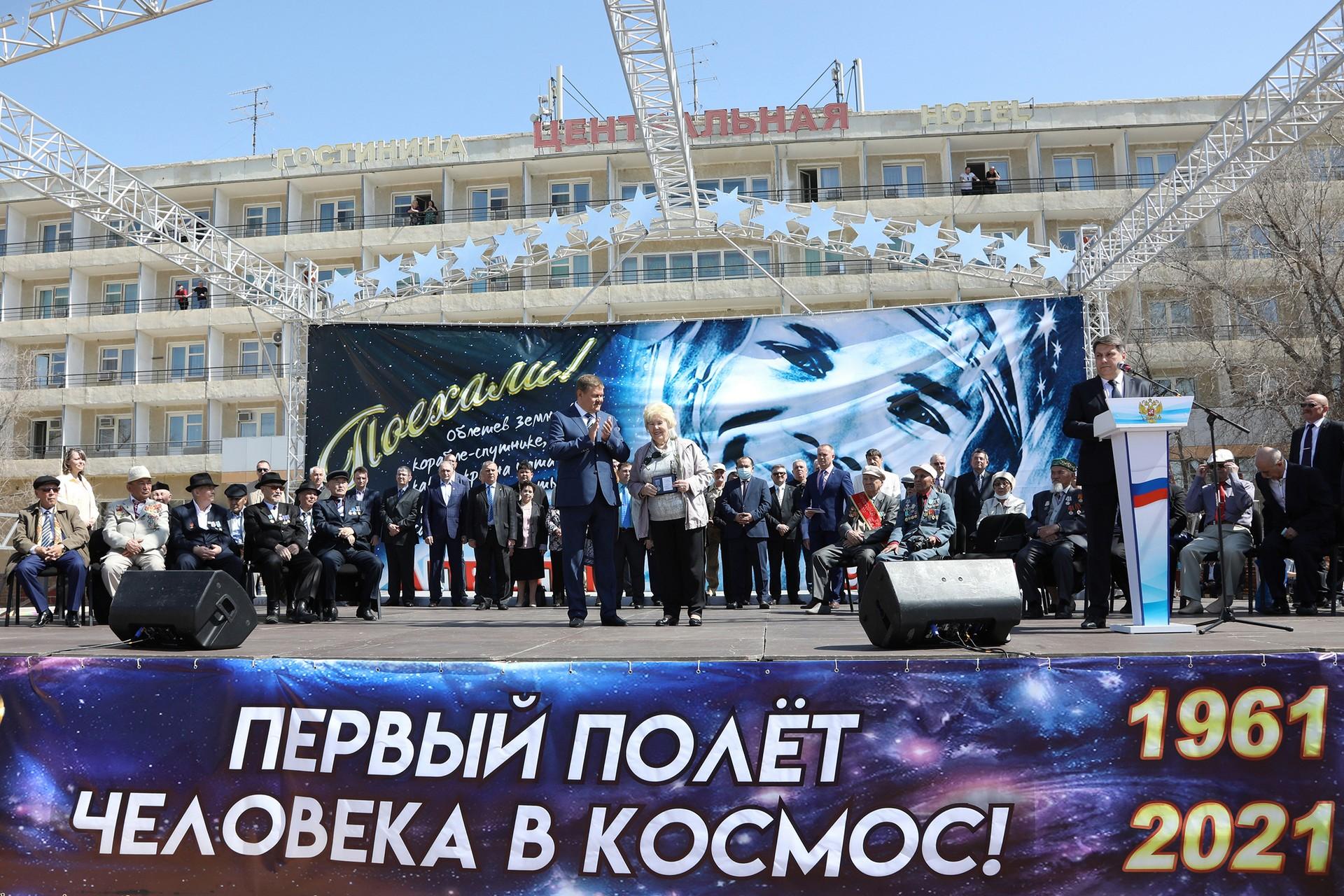 10 апреля на площади Ленина прошла праздничная концертная программа