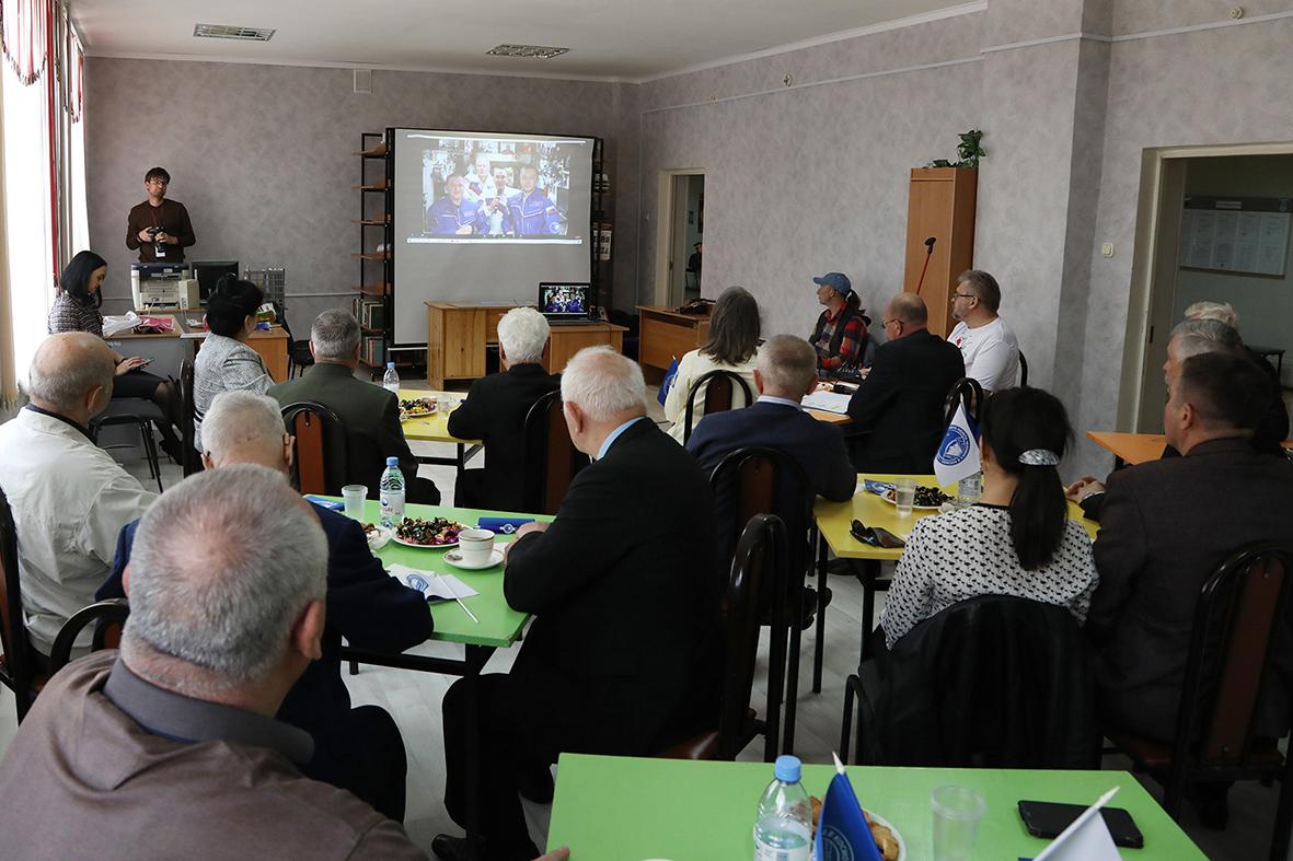 Ветераны космодрома Байконур впервые приняли участие в прямом эфире социального проекта «Бабушка.Онлайн», посвященном 60-летию полета в космос Ю.А. Гагарина