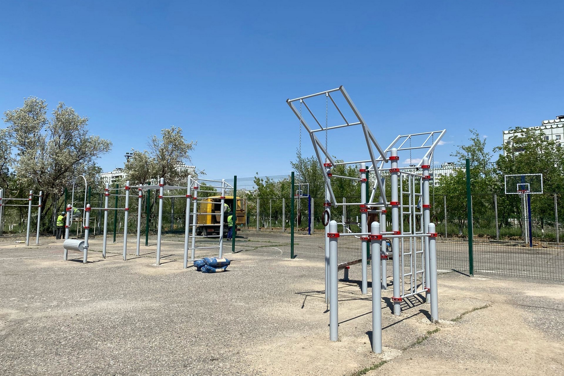 Проводится капитальный ремонт спортивных площадок в молодёжно-спортивном комплексе «Протон»
