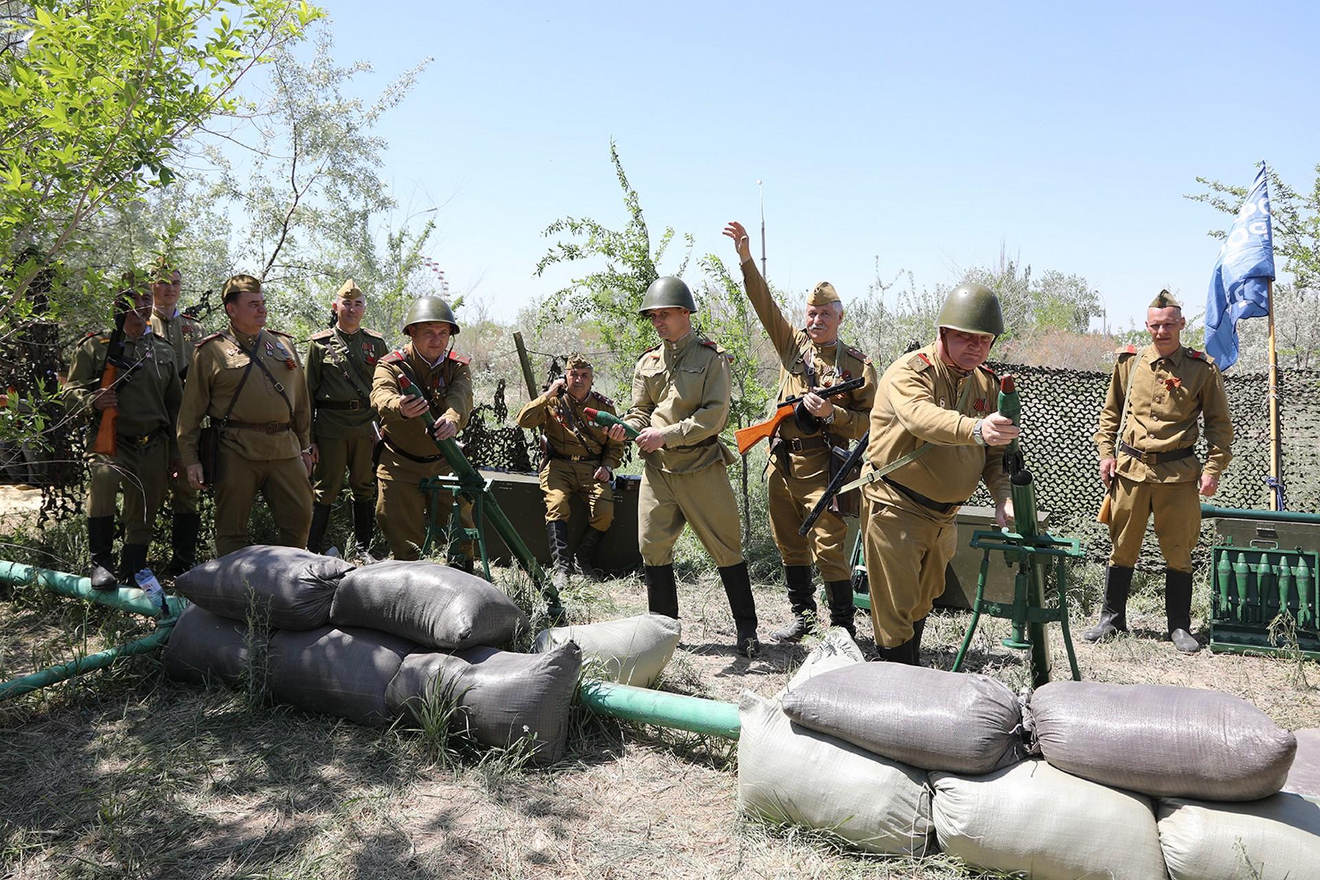 В День Победы в городском парке культуры и отдыха была развернута военно-историческая экспозиция и состоялся концерт