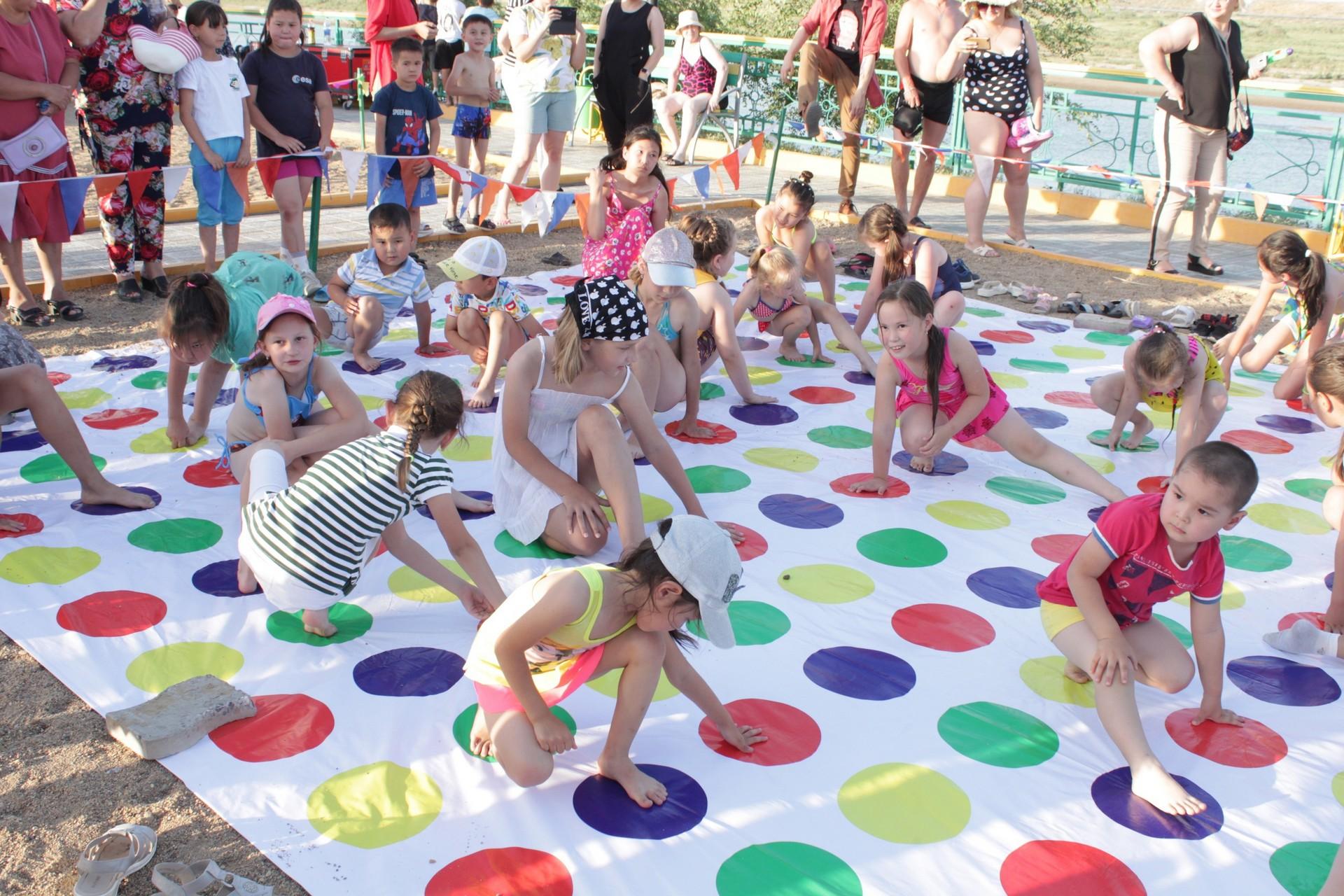 В вечернем блоке программы ко Дню защиты детей дети смогли участвовать в нескольких увлекательных программах