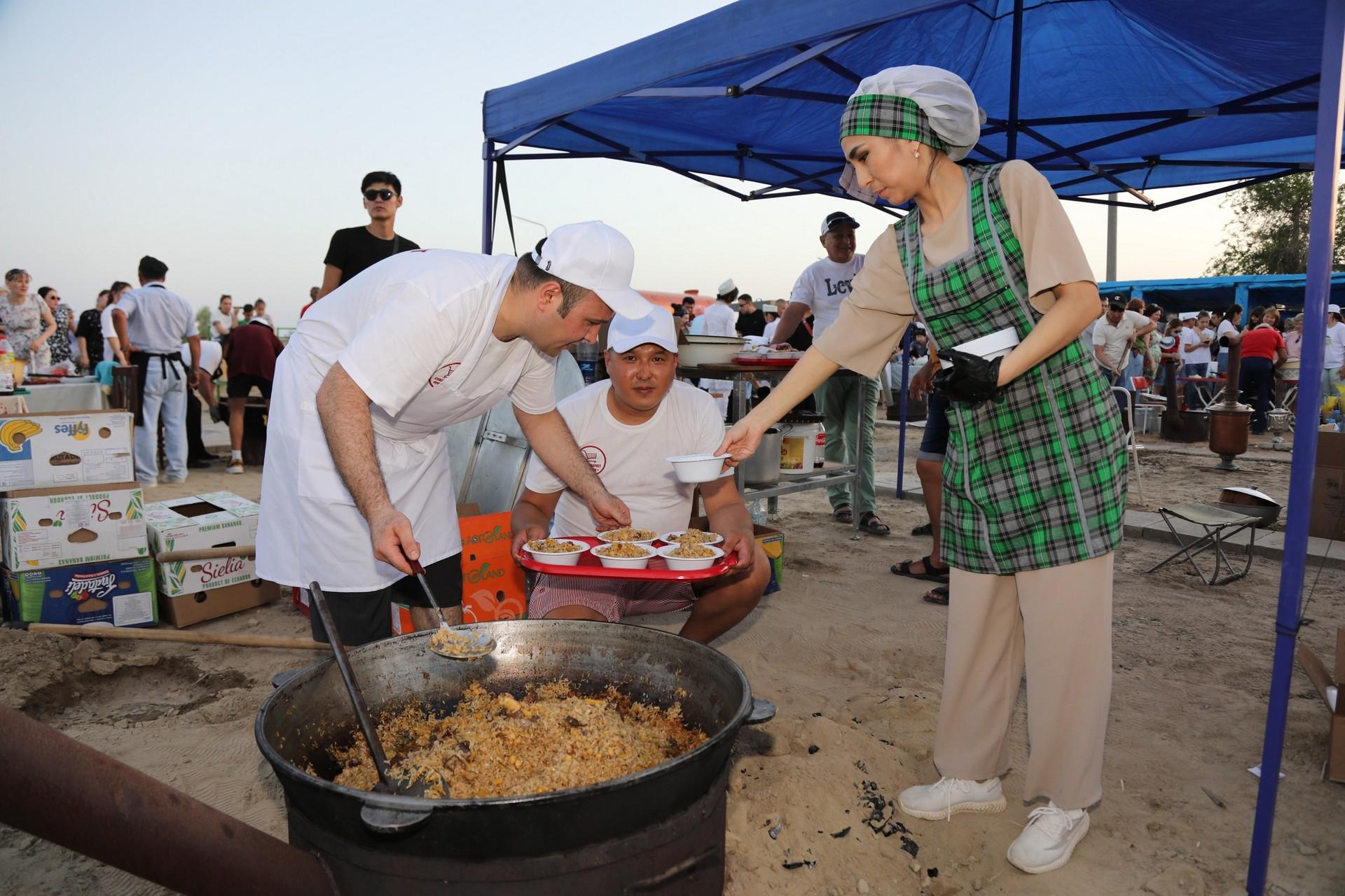 Байконурские предприниматели приняли участие в фестивале национальной кухни