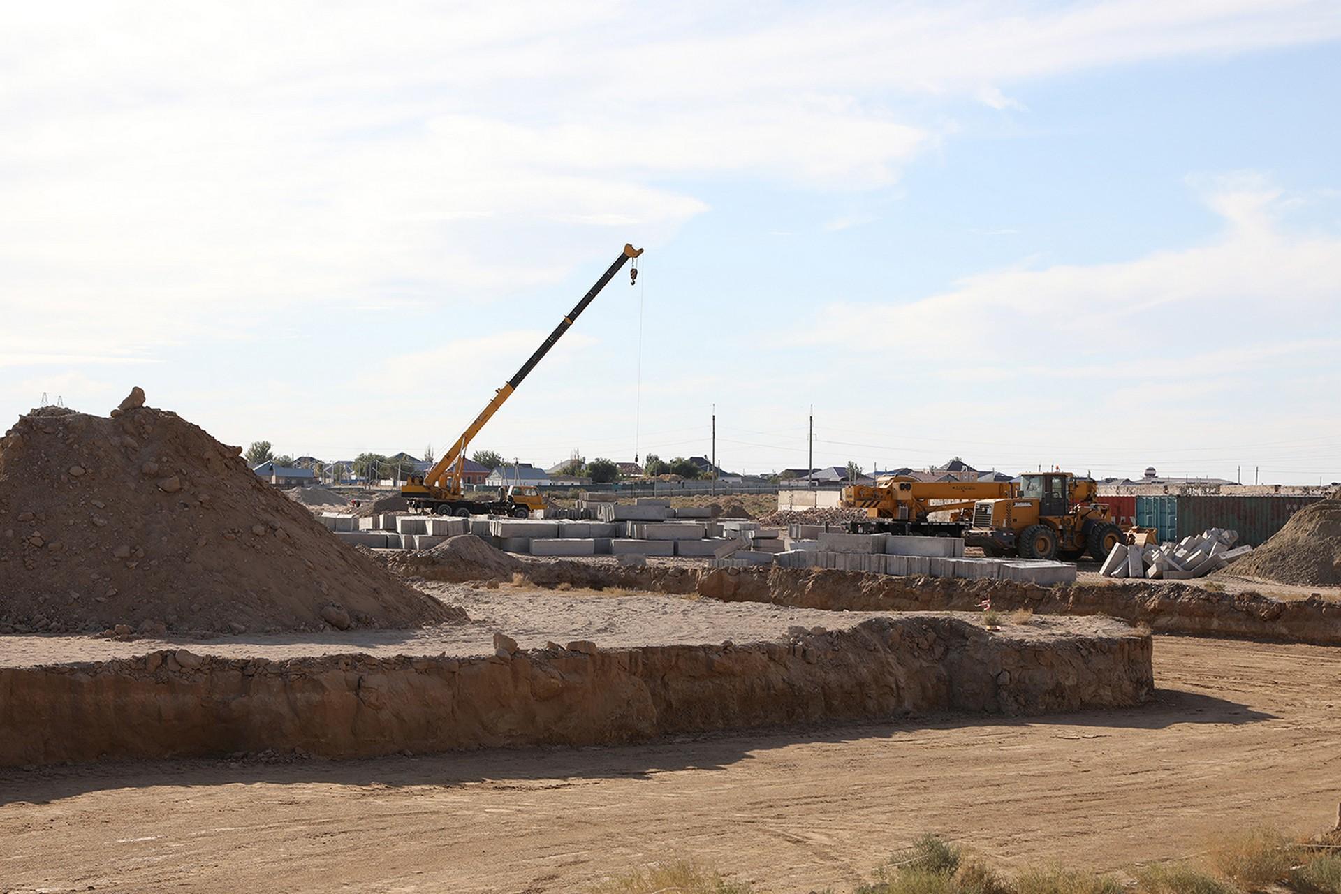 В городе Байконуре началось строительство пяти 50-квартирных жилых домов.