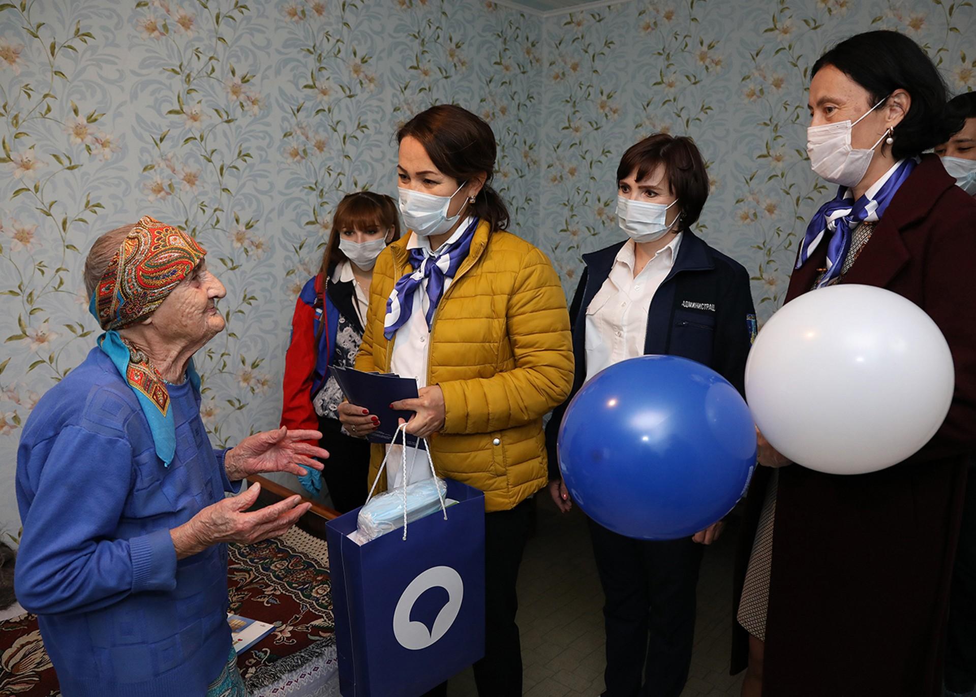 Байконурцев старшего поколения поздравили с Днём пожилых людей»