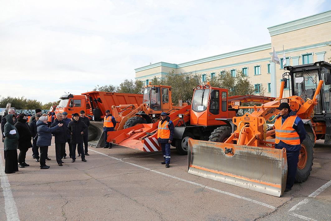 В Байконуре прошёл смотр специальной техники, предназначенной для работы в осенне-зимний период